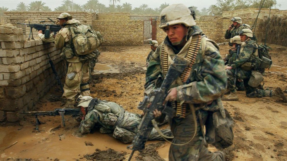 US marines from the 2nd Battalion 8th Regiment take their position in the southern city of Nasiriyah, Iraq, March 26, 2003, during an evacuation of the population living in the area where there was an Iraqi attack the day before.