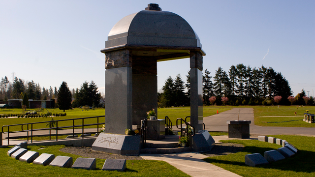 Pictures of celebrity gravesites