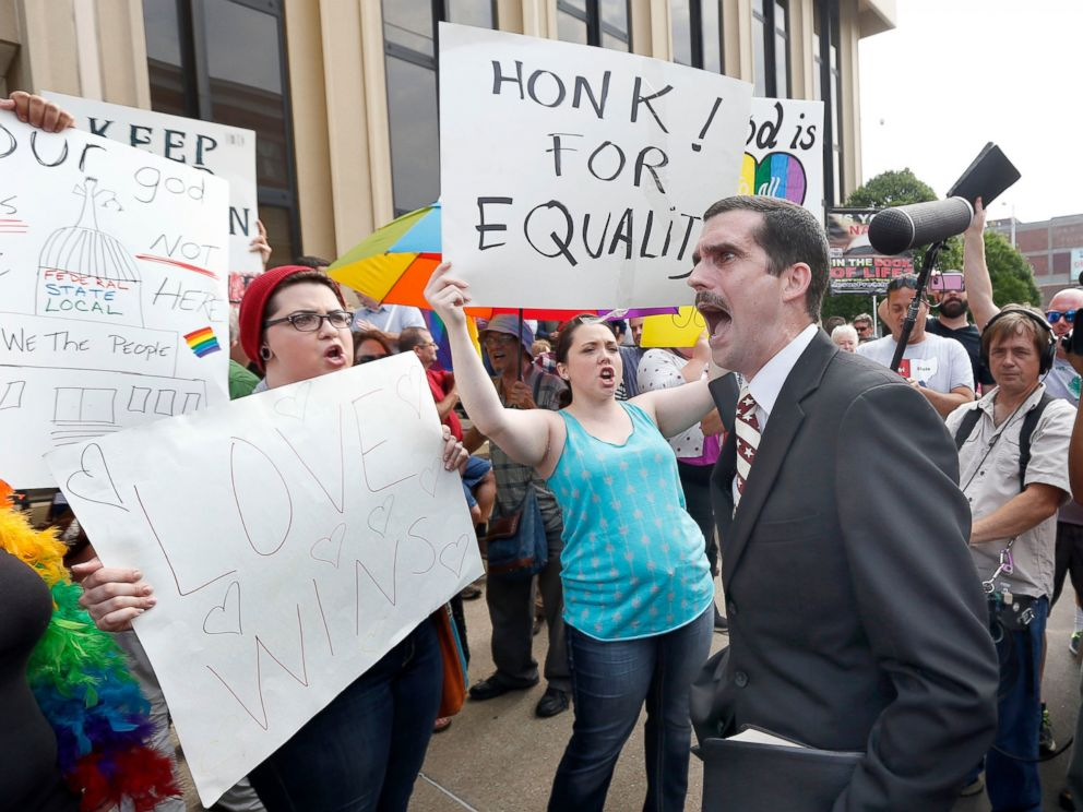PHOTO: Street preacher Jeffrey Shook preaches to gay marriage supporters in front of the Carl D. Perkins Federal Building in Ashland, Ky., Sept. 3, 2015.