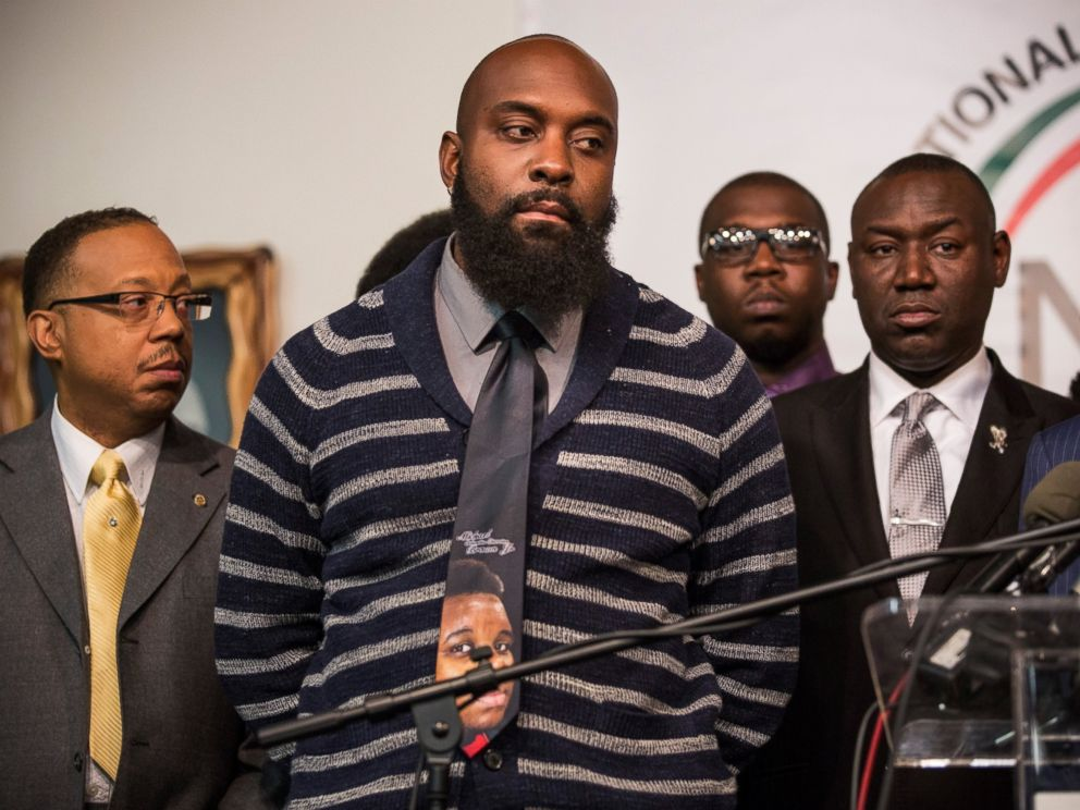 PHOTO: Michael Brown Sr, father of Michael Brown Jr, at a press conference on the eve of Thanksgiving to pray and address the events of the last few days regarding the grand jury verdict of police officer Darren Wilson on Nov. 26, 2014 in New York City.