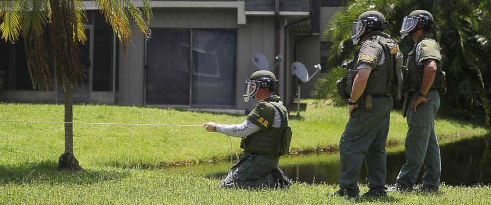 PHOTO: A Bomb Disposal Unit checks for explosives around the apartment building where shooting suspect Omar Mateen is believed to have lived on June 12, 2016 in Fort Pierce, Fla.
