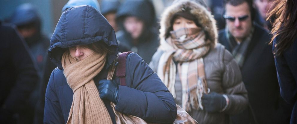 PHOTO: Morning commuters bundle up against the cold on the morning of Jan. 7, 2014 in New York.