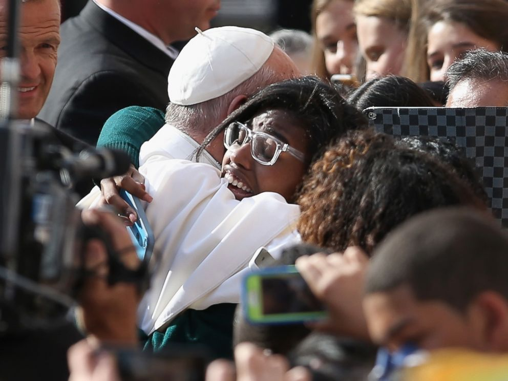 PHOTO: Pope Francis greets school children upon his arrival to the Lady Queen of Angels school on Sept. 25, 2015 in the Harlem neighborhood of New York.