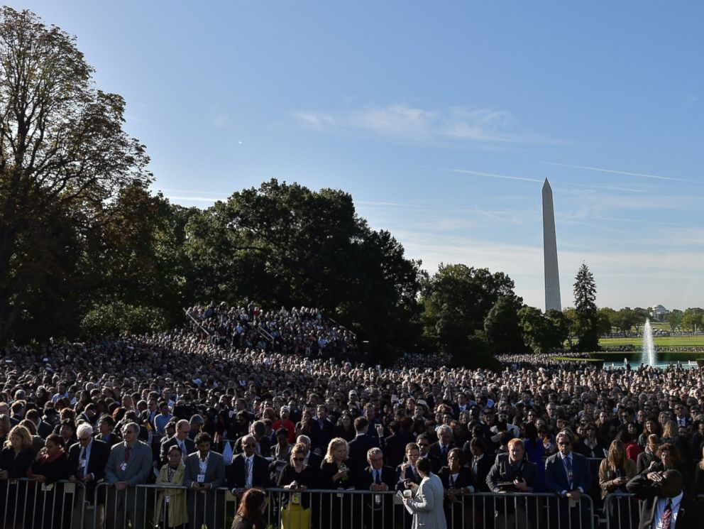 PHOTO: People wait for the arrival of Pope Francis at the White House on Sept. 23, 2015 in Washington, DC.