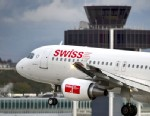 PHOTO: An Airbus A320 plane of Swiss International Air Lines lands, Nov. 12, 2012 in Geneva.