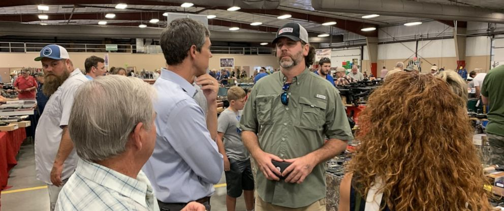 PHOTO: Beto ORourke talks with Preston Linck, a seller at a gun show in Conway, Arkansas.