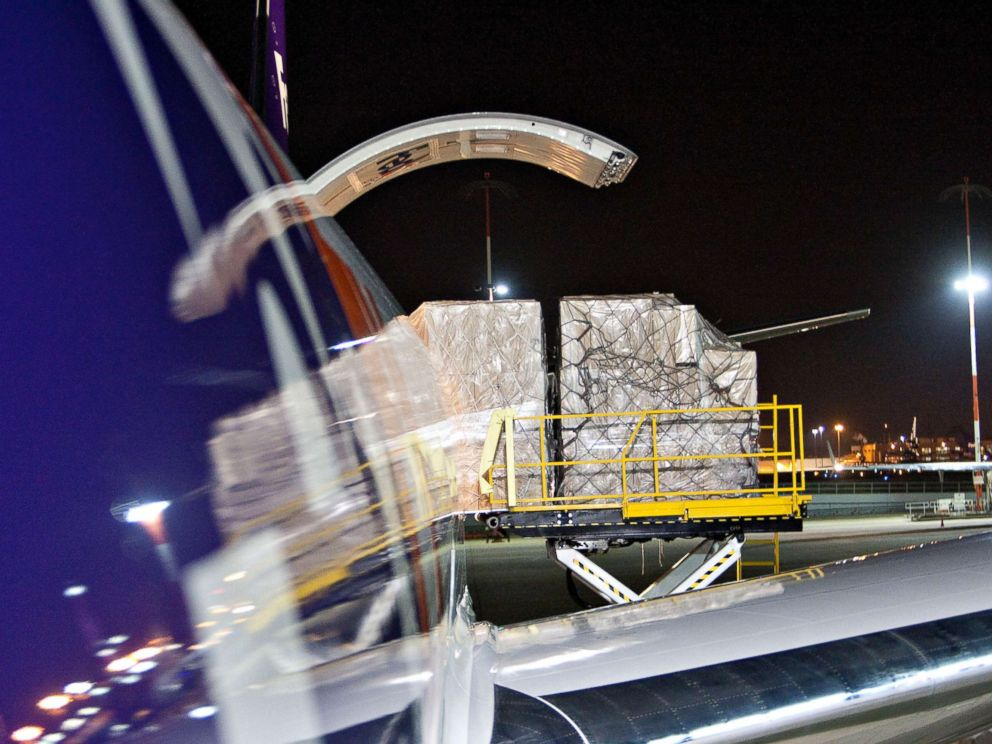 PHOTO: Cargo is unloaded from a FedEx Express Boeing 777-FS2 aircraft at the FedEx Express hub at Memphis International Airport in Memphis, Tennessee, U.S., on Friday, Dec. 11, 2009.