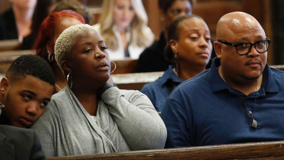 PHOTO: Cleopatra Cowley and Nathaniel Pendleton Sr., parents of Hadiya Pendleton, sit with their son, Nathaniel Pendleton Jr., during the trial for the fatal shooting of Hadiya Pendleton in Chicago, Aug. 22, 2018.