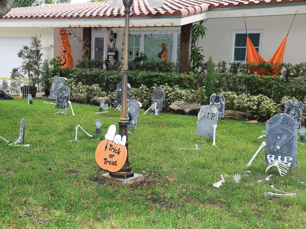 PHOTO: A house with a graveyard in the yard is decorated for Halloween in Miami, Fla., Oct. 27, 2016.