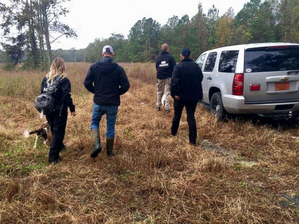PHOTO: Law enforcement pursue investigative leads in their search for 13-year-old Hania Noelia Aguilar in Robeson County, N.C., Nov. 17, 2018.