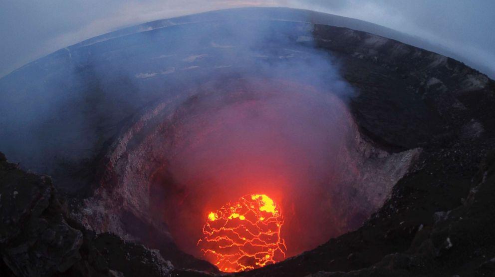 PHOTO: The lava lake at the summit of the Kilauea volcano near Pahoa, Hawaii, May 6, 2018.