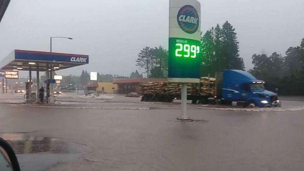 https://s.abcnews.com/images/US/heavy-rain-michigan-ugc-mo-20180616_hpMain_16x9_608.jpg