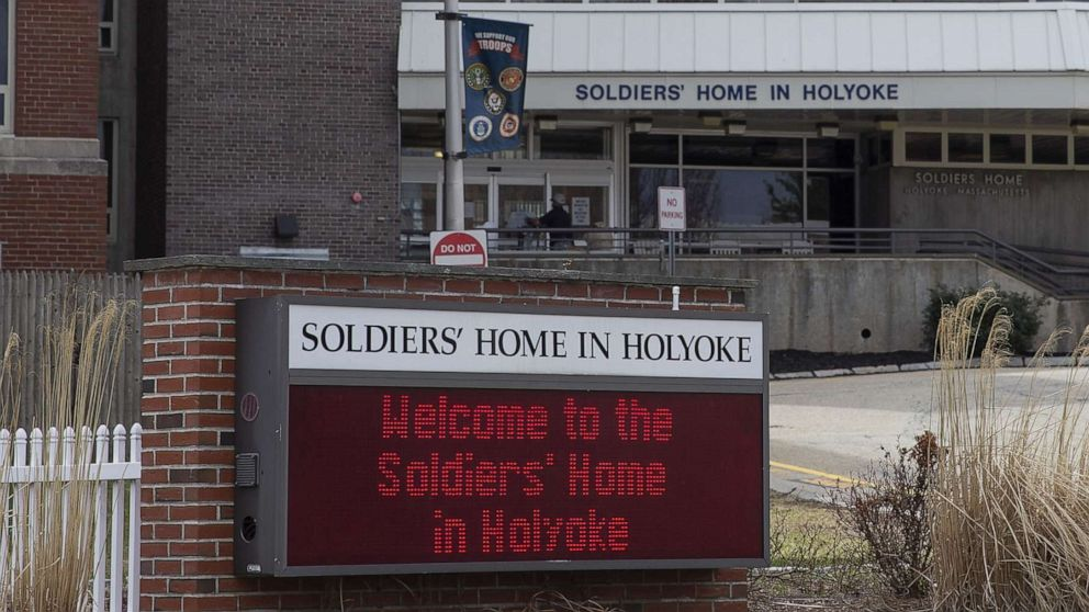 Employees at veterans home with deadly outbreak say management 'failed' them thumbnail