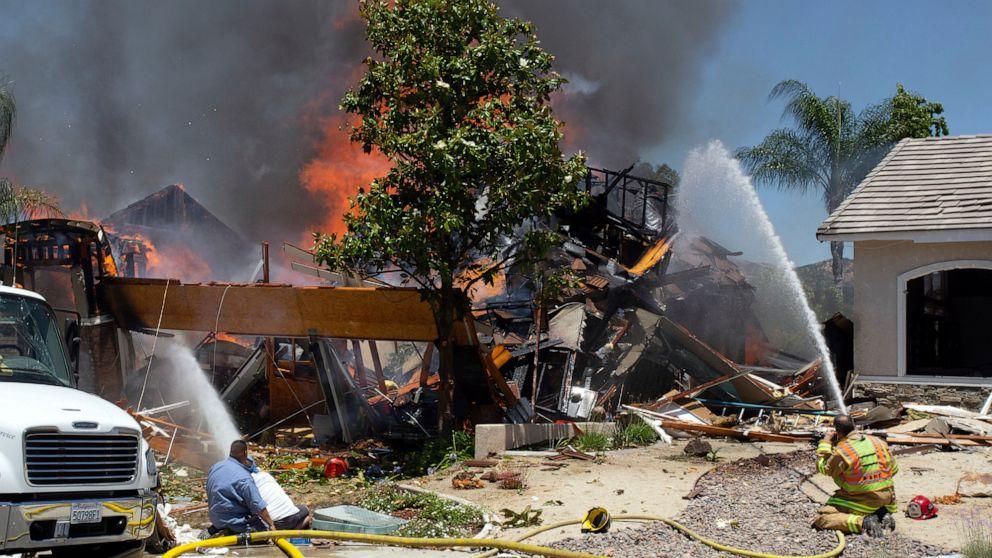 House explosion leaves 1 dead, 15 injured in Southern California thumbnail