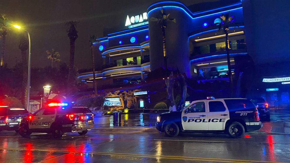 Man Shoots Couple Eating at Houston's Downtown Aquarium Before Killing Himself