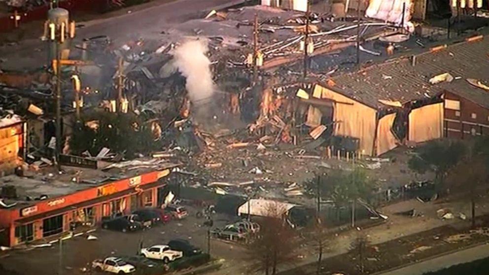 2死んでガス爆発が破壊された建物により、'大きな'損傷の家