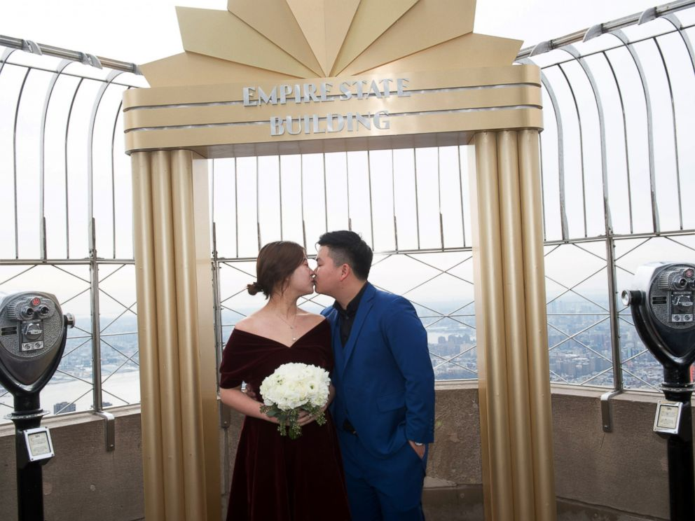 PHOTO: Yangqiu and Huan Yang were married as part of the Empire State Buildings 23rd Annual Valentines Day Weddings contest, Feb. 14, 2017.