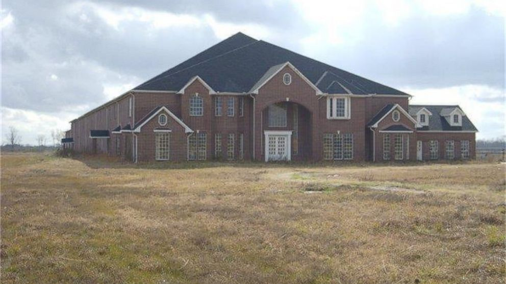 20 bedroom house. Everything s Bigger in Texas  46 Bedroom Mansion Hits the Market ABC News