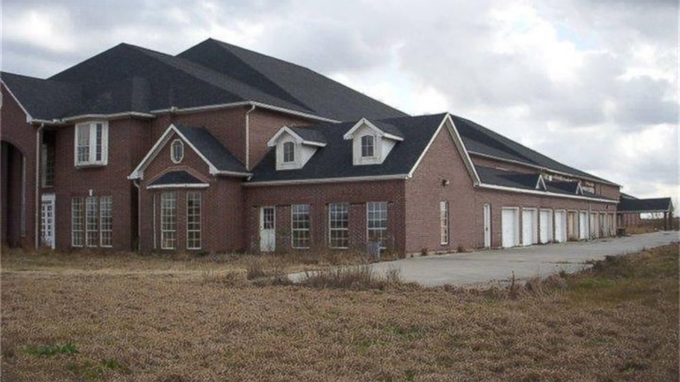 Everything S Bigger In Texas 46 Bedroom Mansion Hits The Market Abc News