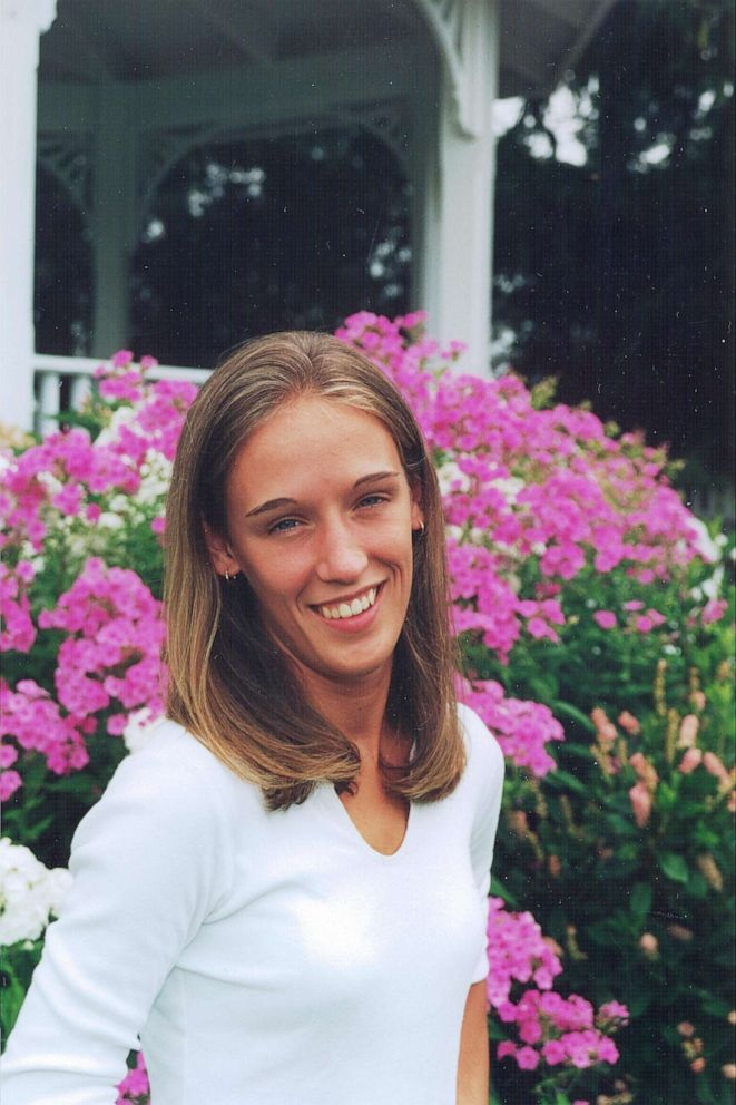 Raven Abaroa told police he found his wife, 25-year-old Janet Abaroa, stabbed to death in April 2005.