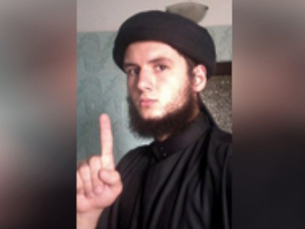 PHOTO: The FBI says images on New York man Sajmir Alimehmetis computer show him in Middle Eastern attire making the same index-finger pointing gesture as ISIS fighters in other photos.