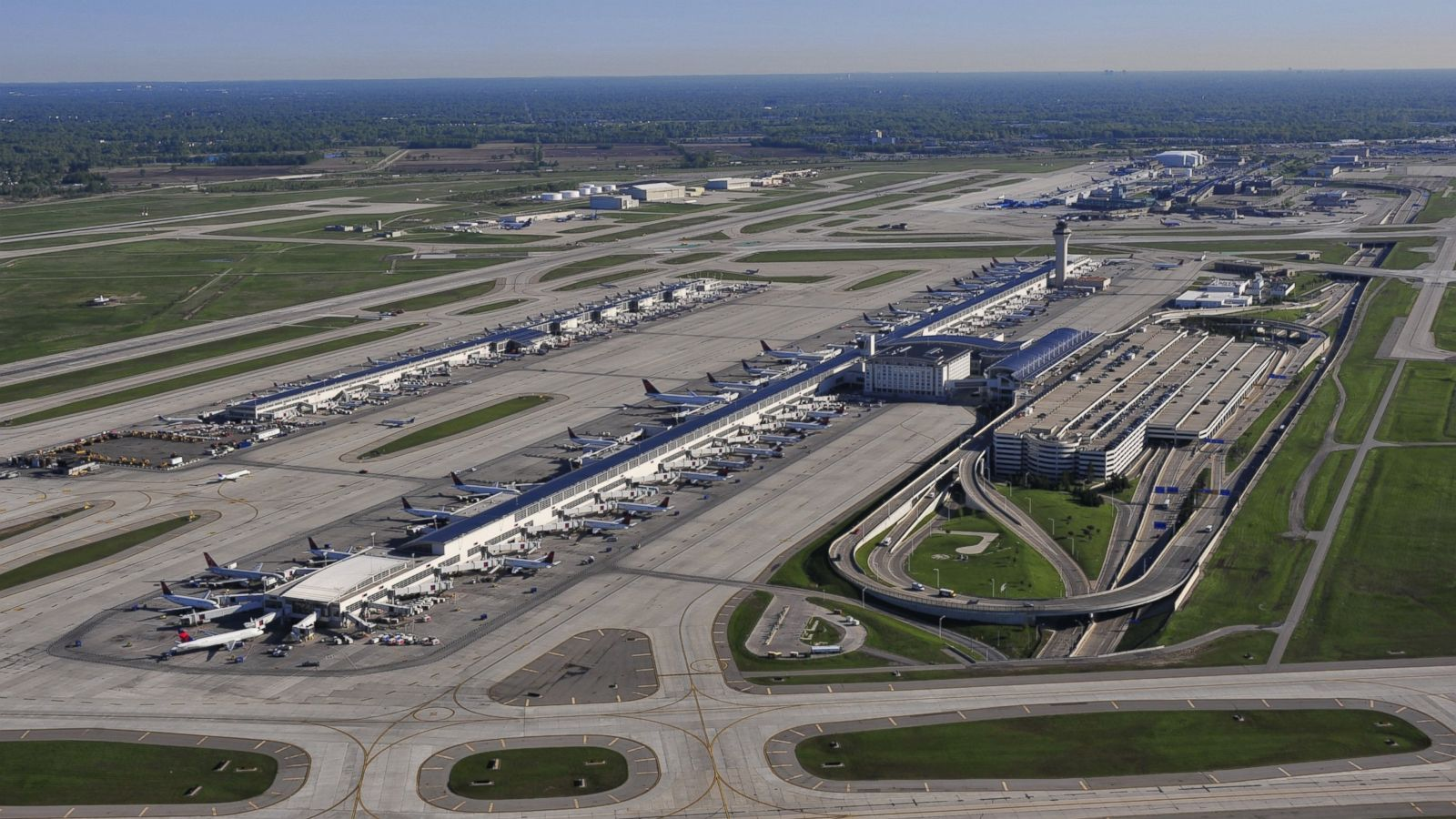 American Airlines Pilot Arrested After Failing Breathalyzer Test At Detroit Airport Abc News