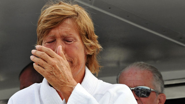 """PHOTO:Diana Nyad ended her second attempt at swimming from Cuba to the Florida Keys without a shark cage this morning, after lasting 29 hours in the ocean and being """"surrounded by dolphins and a beautiful Caribbean sunset."""""""