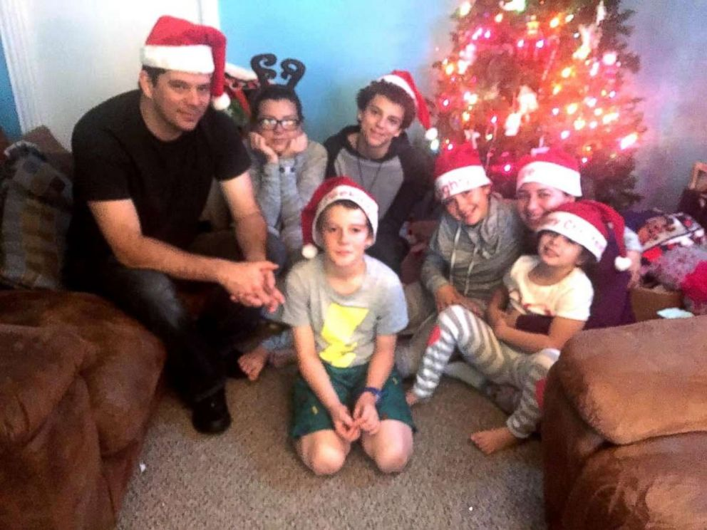 PHOTO: Hannah Overton and her family spend Christmas together for the first time in seven years.