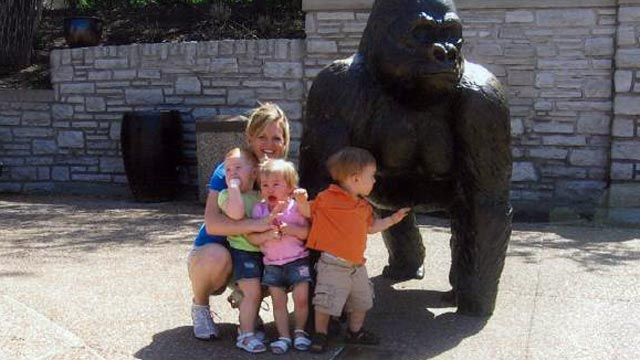 PHOTO:Jacque Waller is seen in this undated file photo with her triplets at the zoo. Waller has been missing for several weeks.