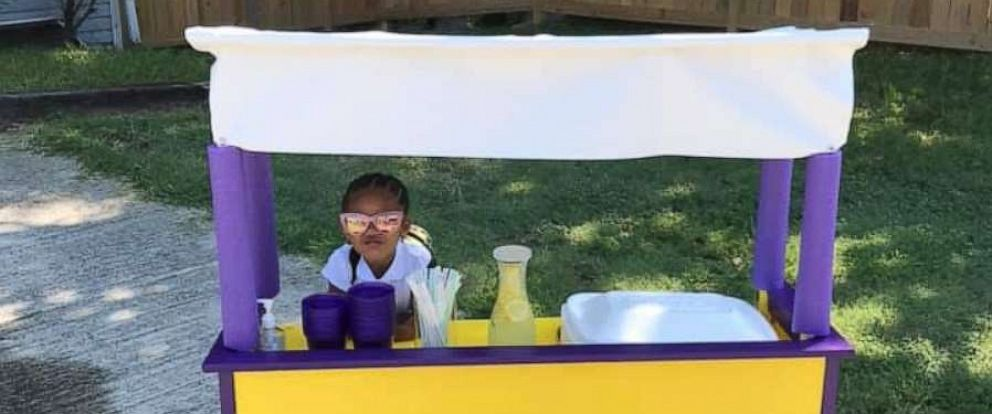 PHOTO: Ava Lewis, 3, from Durham, N.C., is seen here in her lemonade stand.