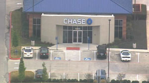 PHOTO Armed robbers have taken several people hostage and wounded the bank manager at a Chase Bank in Pearland, Texas.