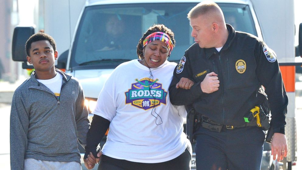 Kentucky Cop Helps Woman In Weight Loss Fight Finish 10k Race Abc News