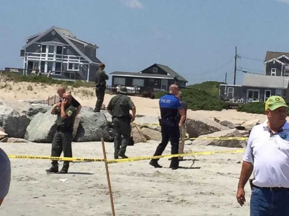 PHOTO: Police cordon off an area of Salty Brine Beach in Narragansett, Rhode Island, as the bomb squad arrives to investigate a possible explosion on July 11, 2015.