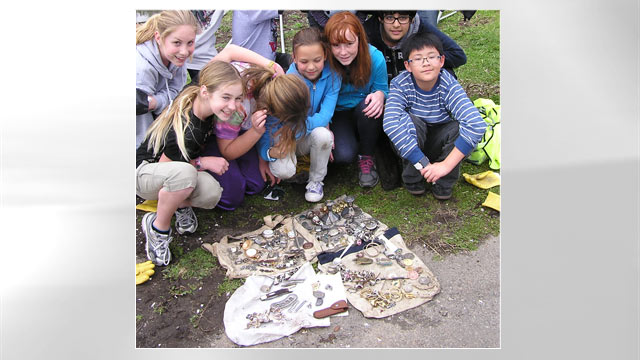 PHOTO: Sixth graders from St. Pauls Episcopal School in Oakland, Calif. with the valuables they found in Lake Merritt.