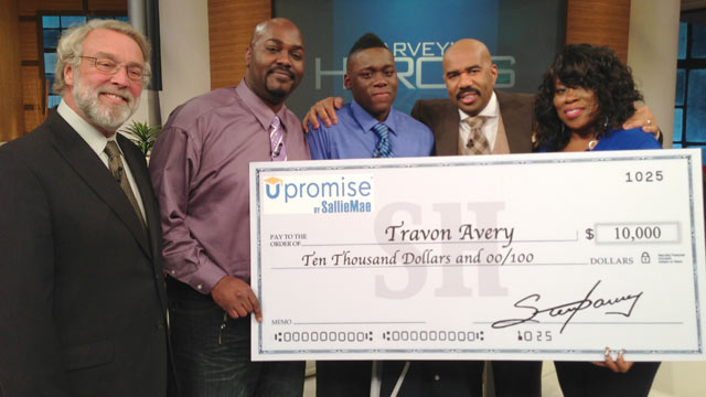 """PHOTO: Travon Avery, center, was awarded $10,000 on the """"Steve Harvey"""" show as a result of saving two peoples lives in a week at his middle school."""
