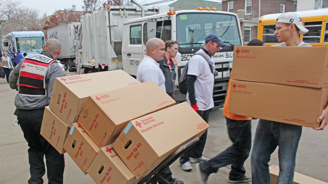 PHOTO: Volunteers from Arizona to Canada arrived in Belle Harbor, N.Y., this week to help with the recovery in one of the hardest hit communities.