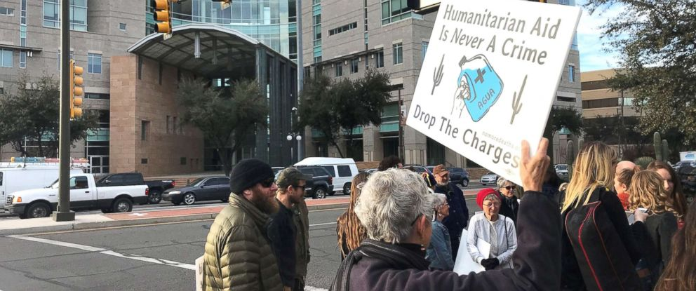 PHOTO: Dozens of volunteers and supporters rally in front of the Tucson federal courthouse in Arizona, on the first day of the trial against four volunteers charged for dropping off water for migrants at the Cabeza Prieta National Wildlife Refuge.