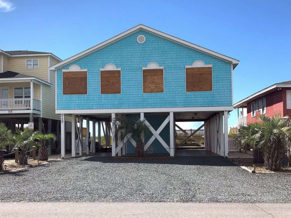 PHOTO: Boarded up houses are seen ahead of Hurricane FlorenceÃ?s expected landfall, at Holden Beach, N.C., Sept. 10, 2018.