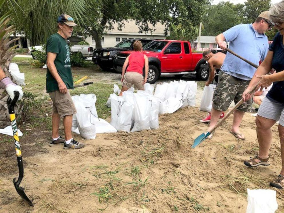 PHOTO: People fill sandbags to prepare for Hurricane Dorian in Savannah, Ga., Sept. 2, 2019.
