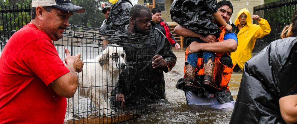 PHOTO: Volunteers and First Responders help flood victims evacuate to shelters in Houston, Aug. 28, 2017.