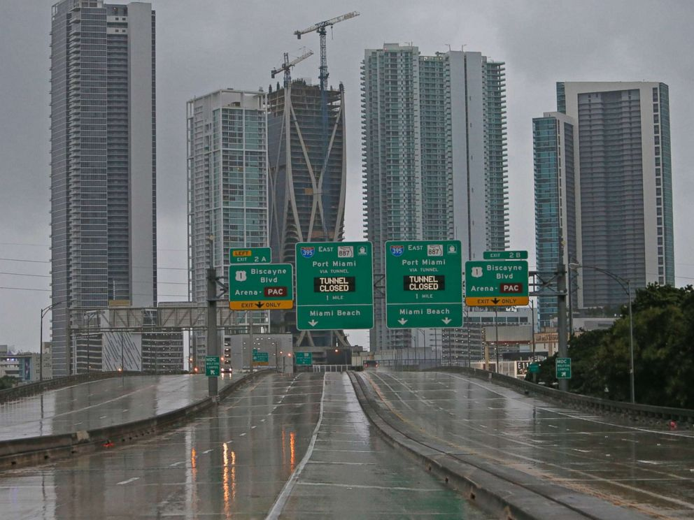 PHOTO: The Interstate remains empty as the outer bands of Hurricane Irma reached South Florida early Saturday, Sept. 9, 2017 in Miami.