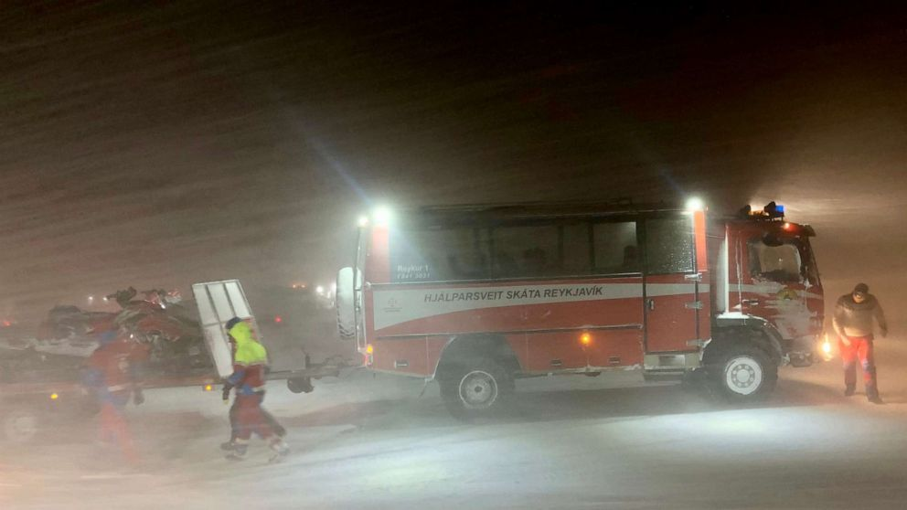 39 tourists who were trapped on Iceland glacier rescued