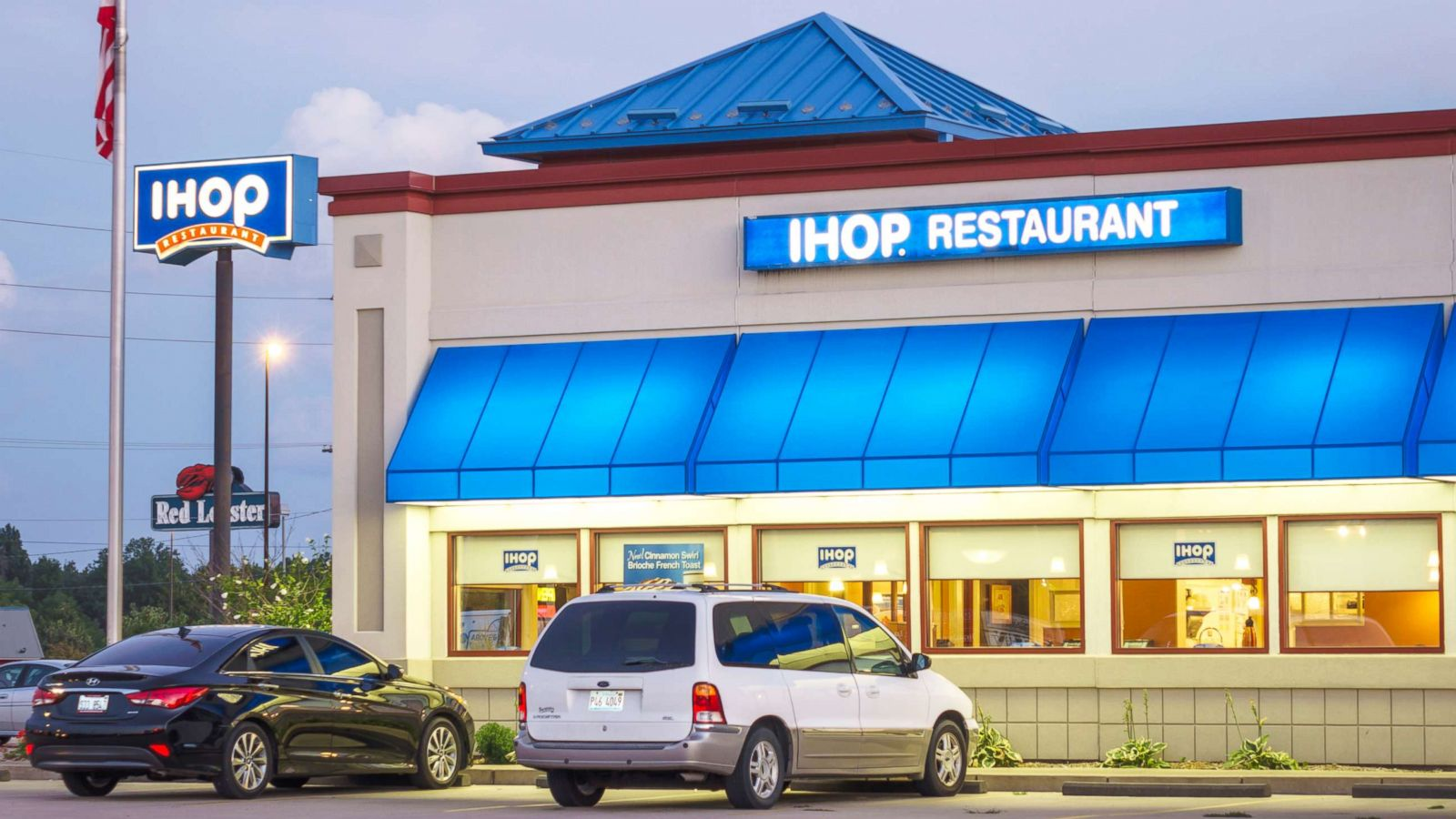 59ed75da60d IHOP apologizes for waitress who asked group of black teens to pay ...