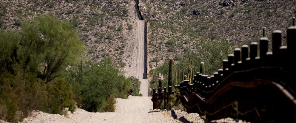 PHOTO: The U.S.-Mexico border is seen near Lukeville, Pima County, Ariz., Sept. 11, 2018.