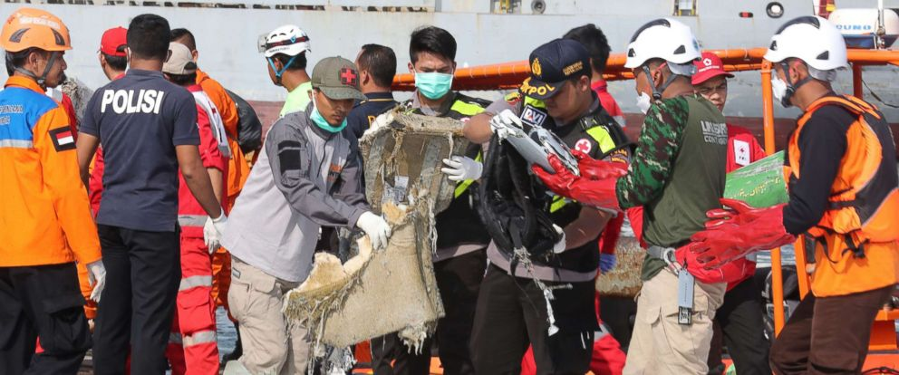 PHOTO: Indonesian rescue team members collect debris from Lion Air flight JT-610 at Tanjung Priok Harbour, Indonesia, Oct. 29, 2018.
