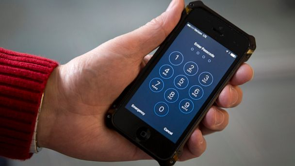 Oregon college students busted for making $900,000 in fraudulent Apple iPhone returns, feds say