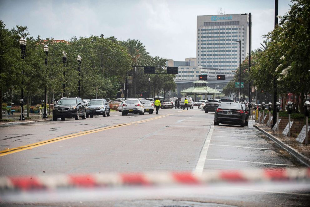PHOTO: Police barricade a street near Jacksonville Landing in Jacksonville, Fla.,Aug. 26, 2018