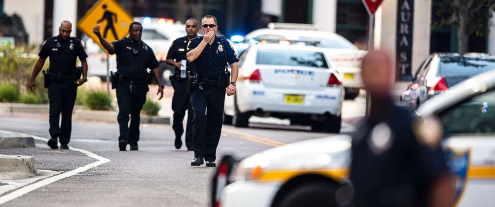 PHOTO: Police gather after an active shooter was reported at the Jacksonville Landing in Jacksonville, Fla., Aug. 26, 2018.