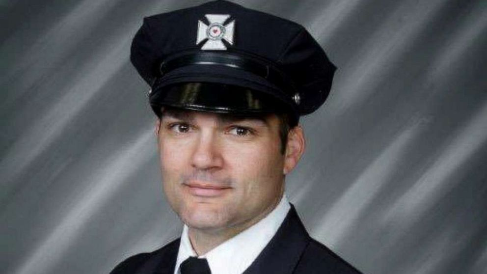 Firefighter and father of 3 dies rescuing crew members at 4-alarm blaze thumbnail