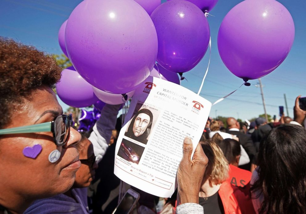 PHOTO: Donna Thomas holds a flyer about the shooting suspect as she attends a community rally for seven-year-old Jazmine Barnes in Houston, Jan. 5, 2019.